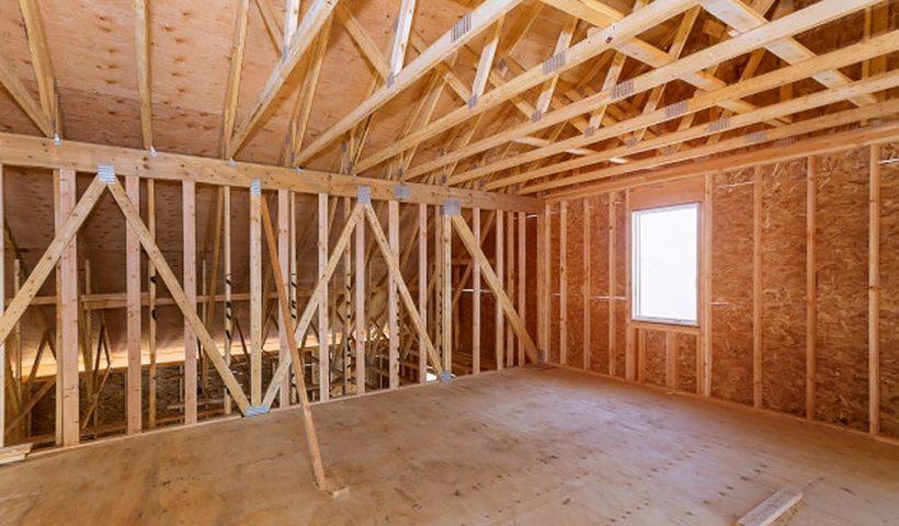 Met de juiste materialen verbouw je de zolder tot riante slaapkamer